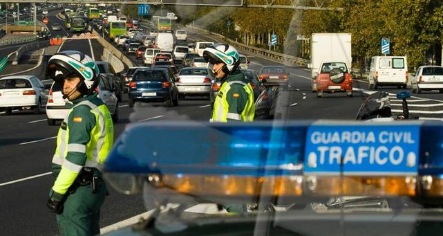 Agentes-Guardia-Civil-Trafico
