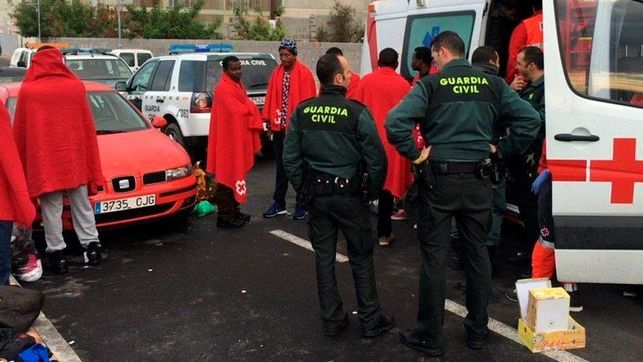Guardia-Civil-rescata-inmigrantes-Ceuta
