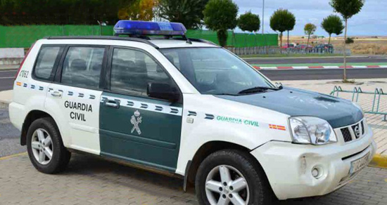 coche-oficial-guardia-civil-2-700x472