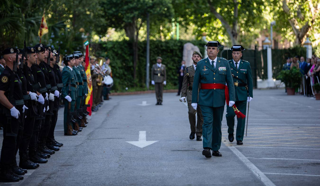 desfile guardia civil sevilla