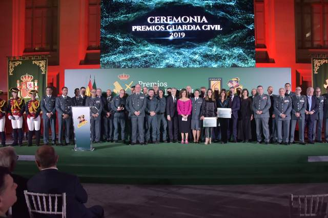 2019 12 03 premios guardia civil foto familia